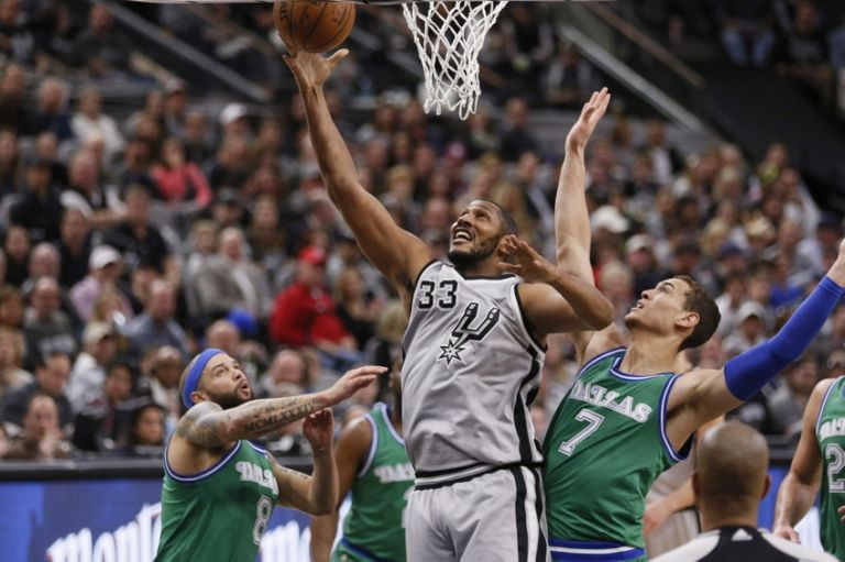 Dwight-powell-boris-diaw-nba-dallas-mavericks-san-antonio-spurs-768x0