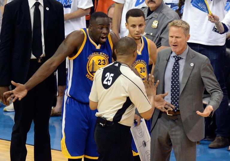Steve-kerr-stephen-curry-tony-brothers-draymond-green-nba-playoffs-golden-state-warriors-oklahoma-city-thunder-768x537
