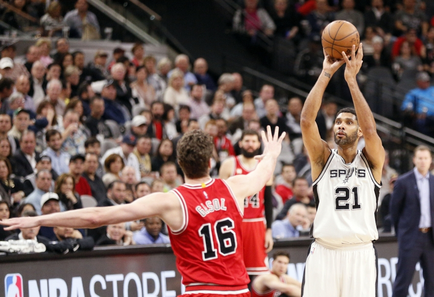 9173888-tim-duncan-pau-gasol-nba-chicago-bulls-san-antonio-spurs-1