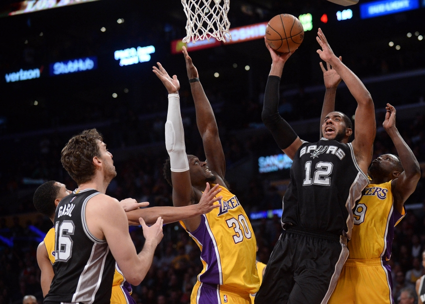 9687492-julius-randle-luol-deng-lamarcus-aldridge-nba-san-antonio-spurs-los-angeles-lakers