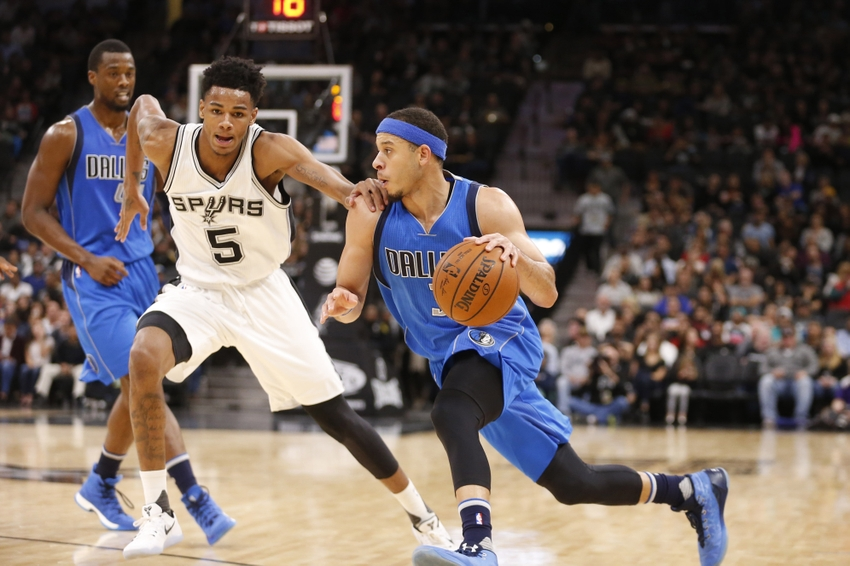 9696538-dejounte-murray-seth-curry-nba-dallas-mavericks-san-antonio-spurs