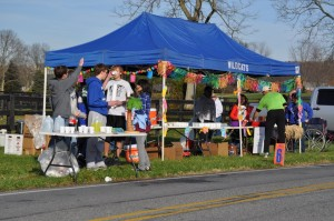 Williamport Cross Country and Track Teams at JFK 50 aid station - 2011. Author's photo