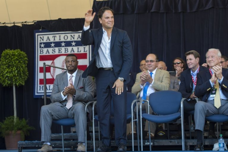 Mlb-baseball-hall-of-fame-awards-ceremony-768x511