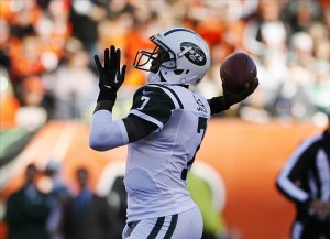 Oct 27, 2013; Cincinnati, OH, USA; New York Jets quarterback Geno Smith (7) passes the ball against the Cincinnati Bengals at Paul Brown Stadium. Mandatory Credit: Mark Zerof-USA TODAY Sports