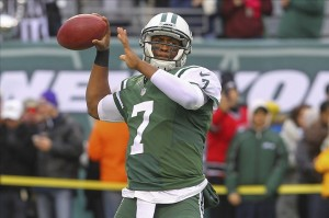 Dec 8, 2013; East Rutherford, NJ, USA; New York Jets quarterback Geno Smith (7) throws a pass during the pre game warmups for their game against the Oakland Raiders at MetLife Stadium. Mandatory Credit: Ed Mulholland-USA TODAY Sports