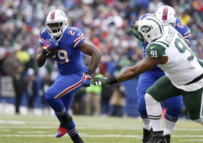 9035637-karlos-williams-sheldon-richardson-richie-incognito-nfl-new-york-jets-buffalo-bills-768x540