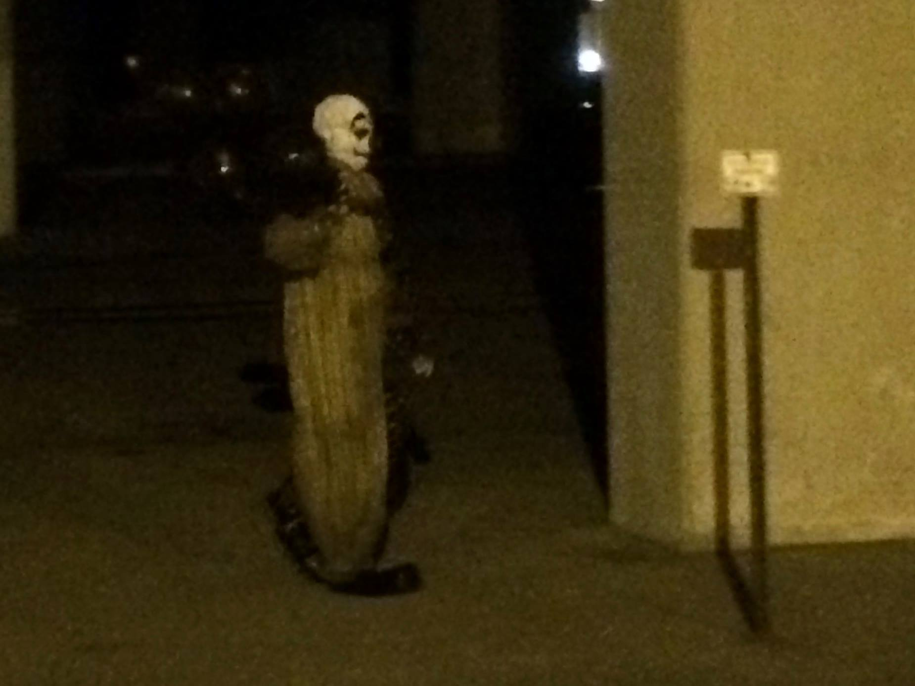 Creepy clown scares Green Bay
