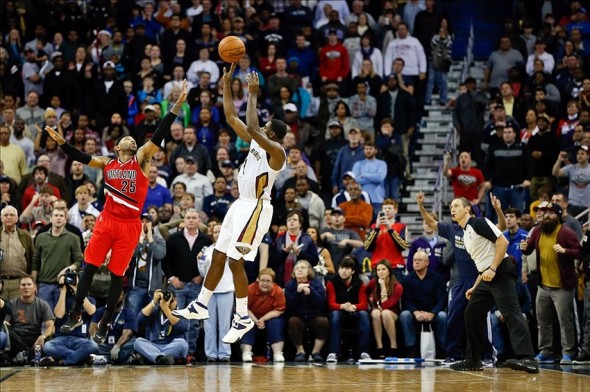 Dec 30, 2013; New Orleans, LA, USA; New Orleans Pelicans point guard Tyreke Evans (1) makes a shot over Portland Trail Blazers point guard Mo Williams (25) with 1.2 seconds remaining in the fourth quarter of a game at the New Orleans Arena. The Pelicans defeated the Trail Blazers 110-108. Mandatory Credit: Derick E. Hingle-USA TODAY Sports