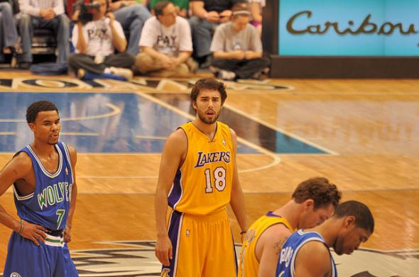 Sasha Vujacic (18), show with the Los Angeles Lakers in 2010, has signed a 10-day contract with the Los Angeles Clippers. (This file is licensed under the Creative Commons Attribution 2.0 Generic license.)