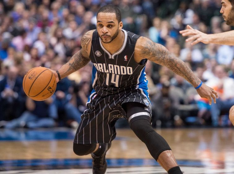 Jameer Nelson Signs Wi...