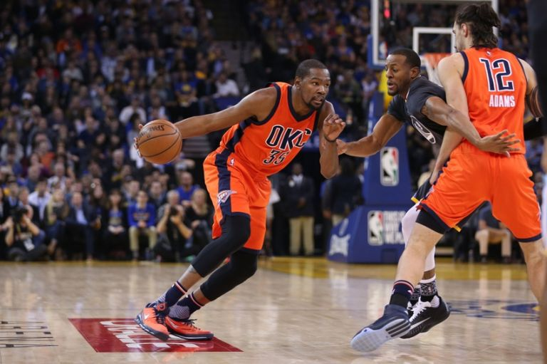 Kevin-durant-andre-iguodala-nba-oklahoma-city-thunder-golden-state-warriors-768x0
