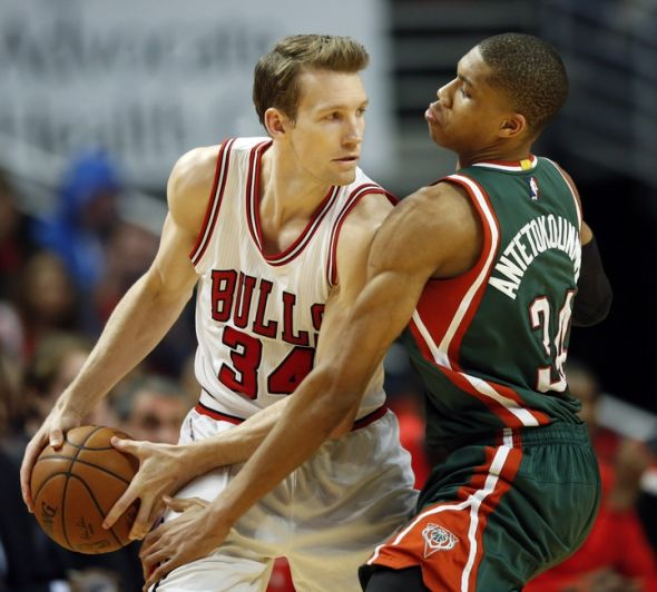 Mike-dunleavy-giannis-antetokounmpo-nba-playoffs-milwaukee-bucks-chicago-bulls-590x900