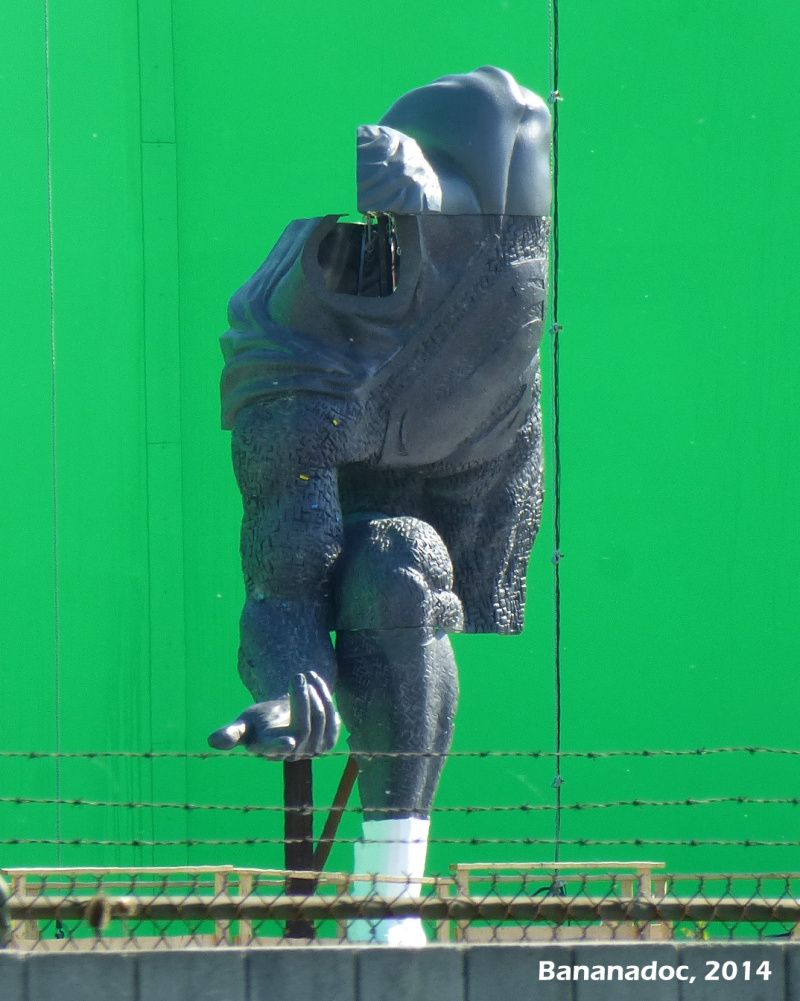 Superman_Statue_Green_Screen_2