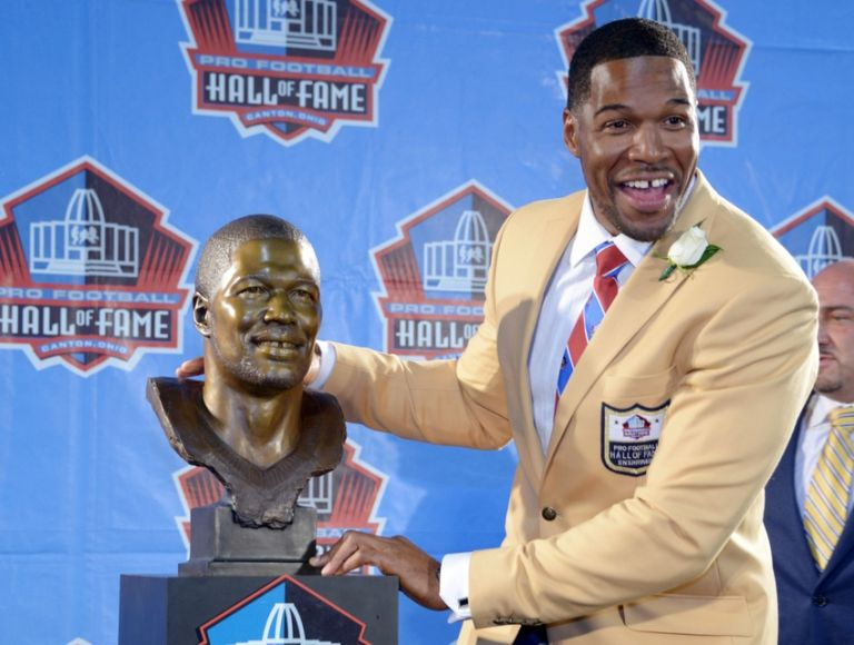 Michael-strahan-nfl-hall-of-fame-enshrinement-768x0
