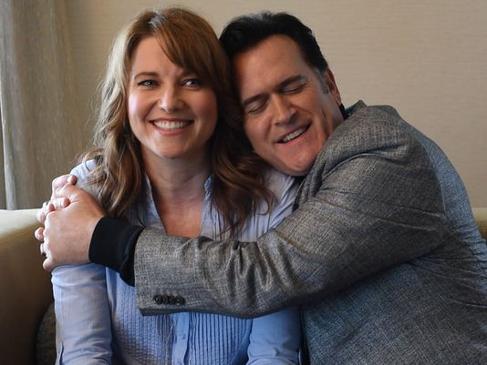 Une relation ambigu - Page 28 635722851861083096-Lucy-Lawless-Bruce-Campbell-Ash-vs-Evil-Dead
