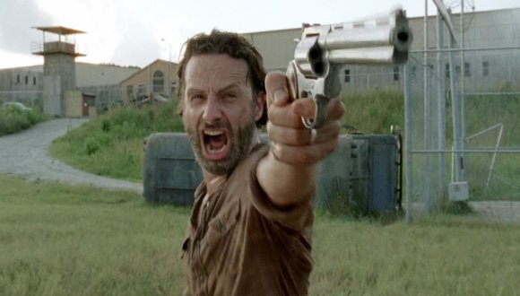 SPOILERS_Hands_down_the_most_emotional_shot_of_the_finale_Andrew_Lincoln_is_an_amazing_actor-s1893x1078-410190-580[1]