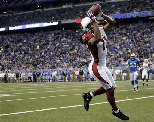 Cards WR Larry Fitzgerald Catches a TD Pass that Helps Clinch the NFC West (Photo Courtesy AP)