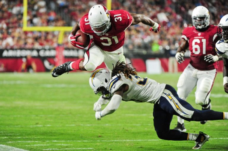 8762256-david-johnson-melvin-ingram-nfl-preseason-san-diego-chargers-arizona-cardinals-768x510