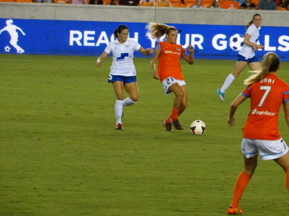 Melissa Henderson against Boston Breakers. Credit: Hal Kaiser