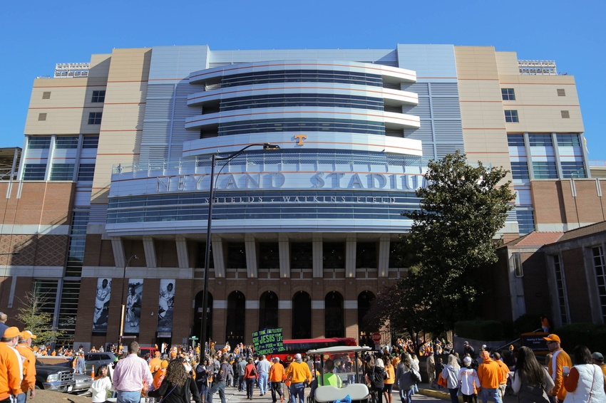 8924045-ncaa-football-north-texas-tennessee