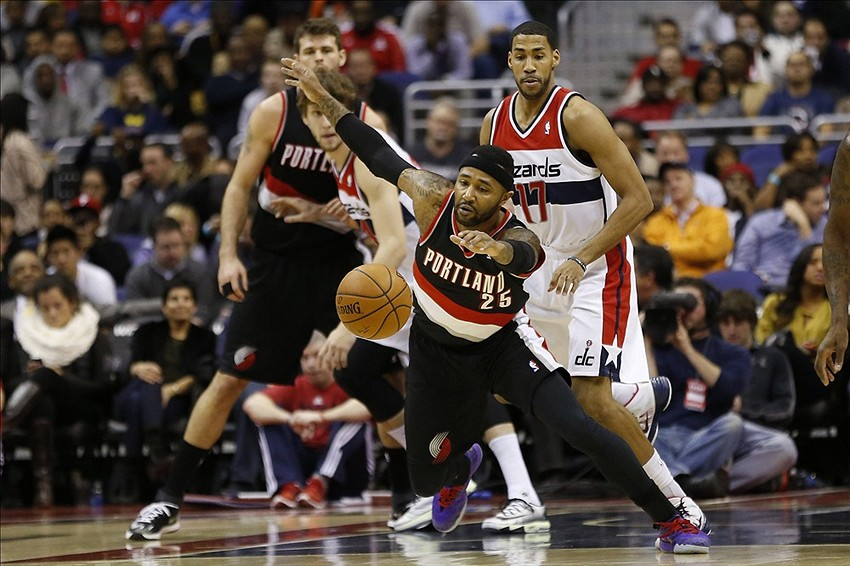 Feb 3, 2014; Washington, DC, USA; Portland Trail Blazers point guard Mo Williams (25) dribbles in ball in front of Washington Wizards shooting guard Garrett Temple (17) in the second quarter at Verizon Center. Mandatory Credit: Geoff Burke-USA TODAY Sports