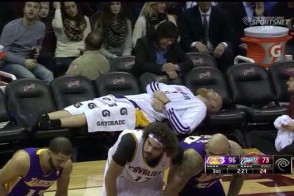 Chris Kaman on bench