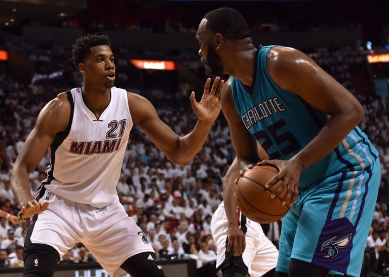 Hassan-whiteside-al-jefferson-nba-playoffs-charlotte-hornets-miami-heat-768x548