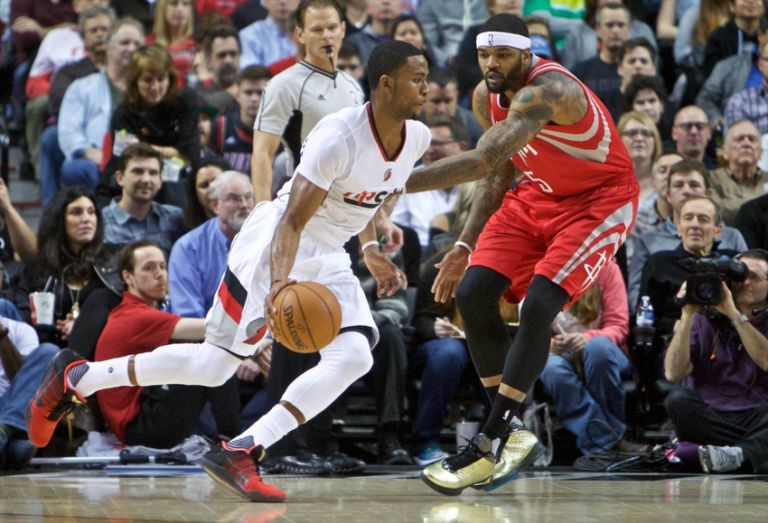 Josh-smith-maurice-harkless-nba-houston-rockets-portland-trail-blazers-768x523