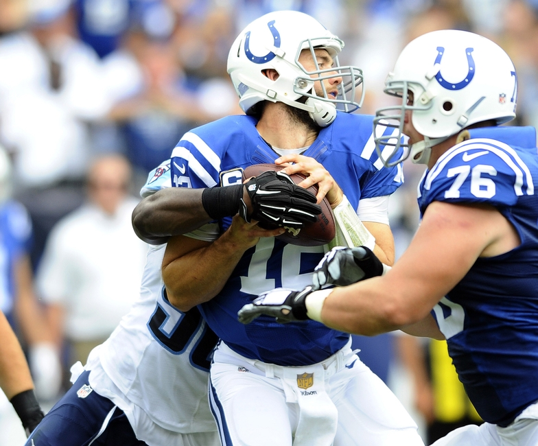 Andrew-luck-brian-orakpo-nfl-indianapolis-colts-tennessee-titans