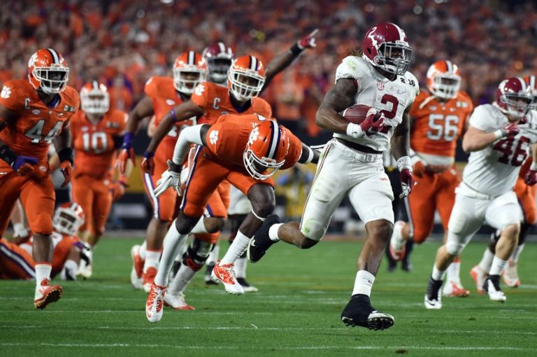 Derrick-henry-ncaa-football-cfp-national-championship-alabama-vs-clemson-768x510