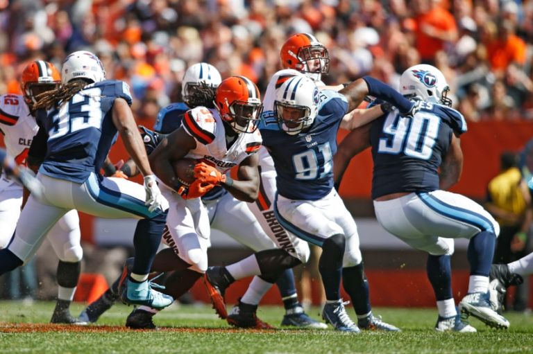 Derrick-morgan-isaiah-crowell-michael-griffin-nfl-tennessee-titans-cleveland-browns-768x511