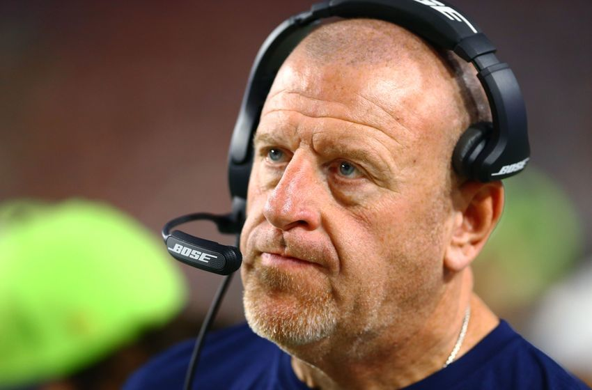 9085624-tom-cable-nfl-seattle-seahawks-a