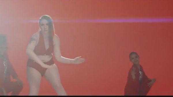 Lena Dunham drops pro-Hillary Clinton rap 'Sensual Pantsuit Anthem'