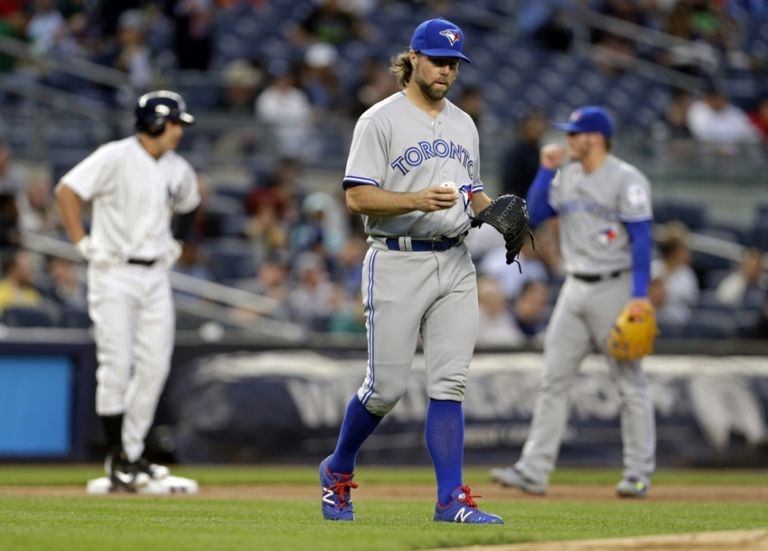 R.a.-dickey-jacoby-ellsbury-mlb-toronto-blue-jays-new-york-yankees-768x551