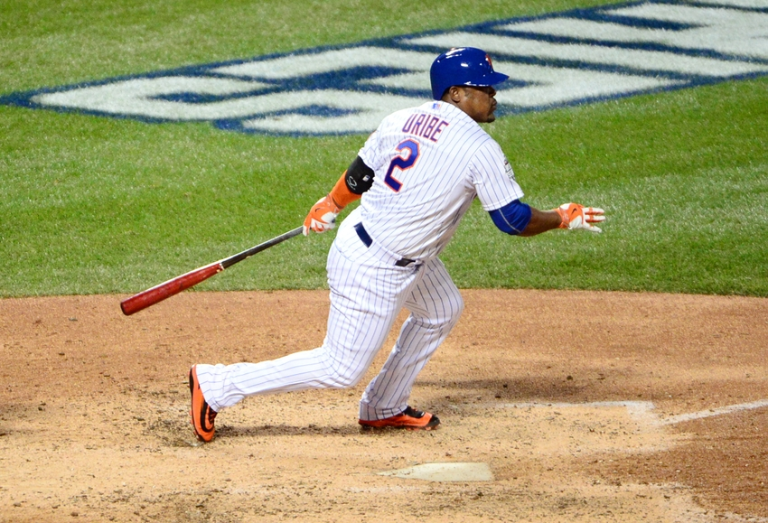Juan-uribe-mlb-world-series-kansas-city-royals-new-york-mets