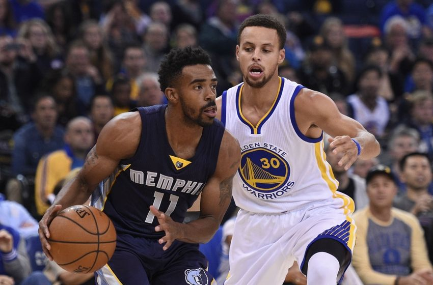 Stephen Curry is a one-man highlight show against the Pelicans, again