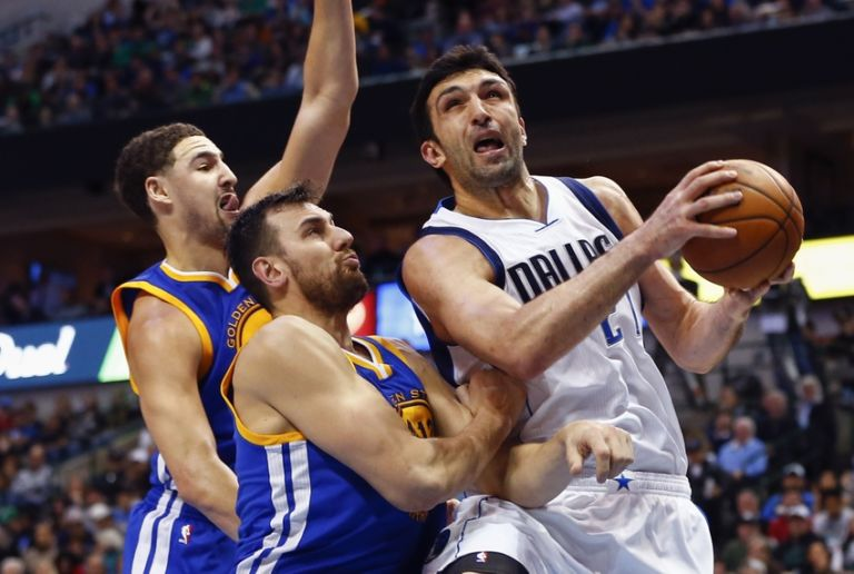 Zaza-pachulia-andrew-bogut-klay-thompson-nba-golden-state-warriors-dallas-mavericks-768x516
