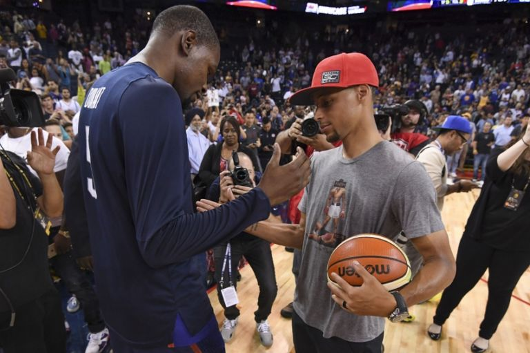 9404864-kevin-durant-stephen-curry-basketball-usa-basketball-exhibition-game-china-usa-768x511