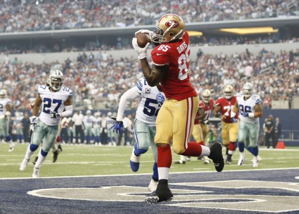 Sep 7, 2014; Arlington, TX, USA; San Francisco 49ers tight end Vernon Davis (85) catches a touchdown pass in the first quarter against the Dallas Cowboys at AT&T Stadium. Mandatory Credit: Matthew Emmons-USA TODAY Sports