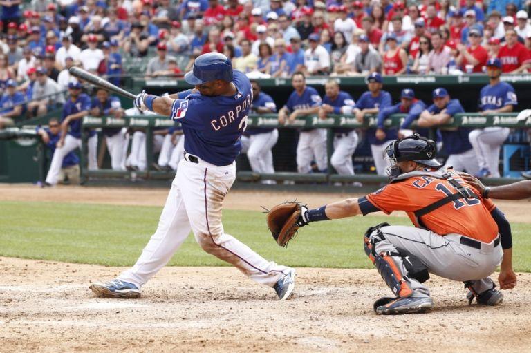 Carlos-corporan-mlb-houston-astros-texas-rangers-768x0