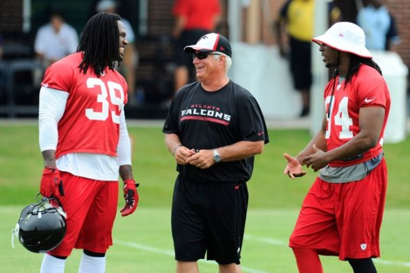 Jun 18, 2014; Flowery Branch, GA, USA; Atlanta Falcons head coach Mike Smith (center) laughs with running back Steven Jackson (39) and wide receiver Roddy White (84) during Minicamp at Falcons Training Complex. Mandatory Credit: Dale Zanine-USA TODAY Sports