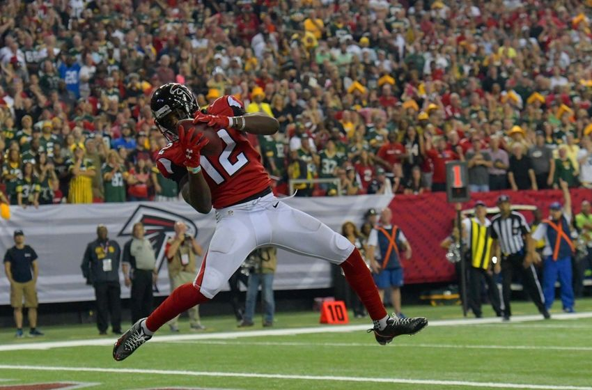 Oct 30, 2016; Atlanta, GA, USA; Atlanta Falcons wide receiver Mohamed Sanu (12) catches the winning touchdown pass against the Green Bay Packers with 34 seconds left in the fourth quarter at the Georgia Dome. The Falcons defeated the Packers 33-32. Mandatory Credit: Dale Zanine-USA TODAY Sports