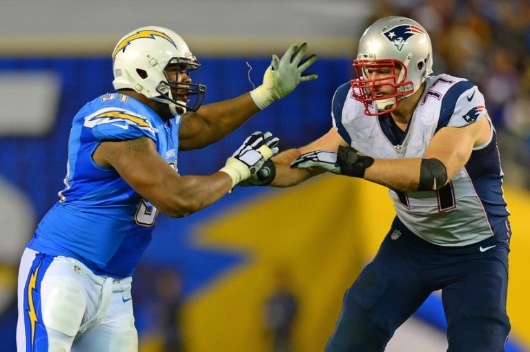 Nate-solder-dwight-freeney-nfl-new-england-patriots-san-diego-chargers-768x511