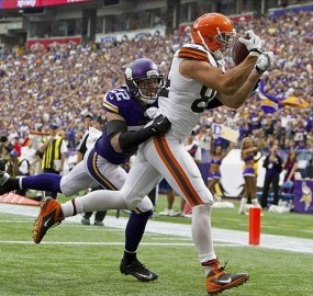 Jordan Cameron catches a touchdown pass against Harrison Smith. Brace Hemmelgarn-USA TODAY Sports photograph