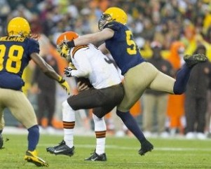 A.J. Hawk reaches out to try and sack Brandon Weeden. Jeff Hanisch-USA TODAY Sports photograph