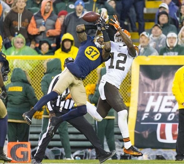 Cornerback Sam Shields breaks up the pass intended to Cleveland Browns wide receiver Josh Gordon (12) during the third quarter at Lambeau Field. Jeff Hanisch-USA TODAY Sports photograph