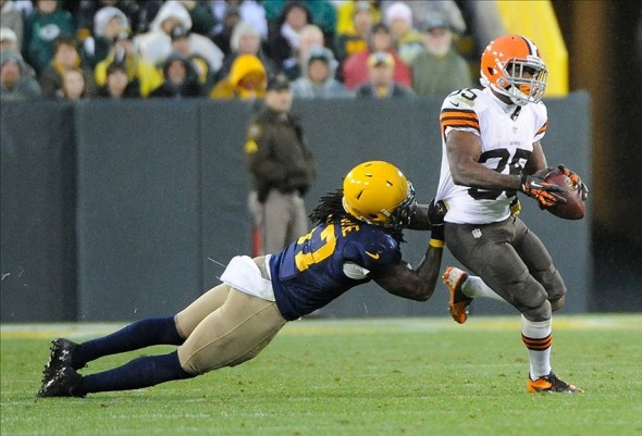 Cleveland Browns running back Fozzy Whittaker (35) is tackled by Green Bay Packers linebacker Jamari Lattimore in the 4th quarter at Lambeau Field. Benny Sieu-USA TODAY Sports photograph