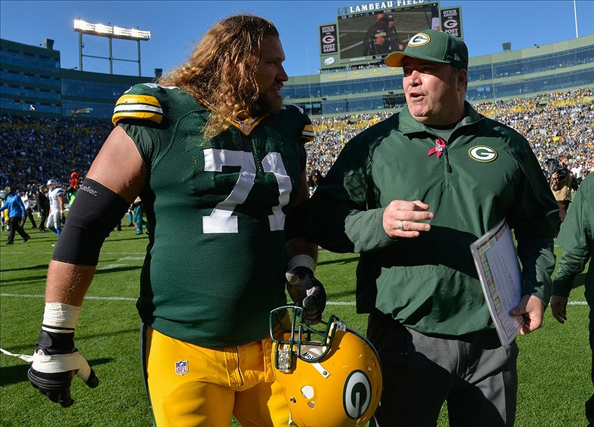 Mike McCarthy with Josh Sitton. Benny Sieu-USA TODAY Sports photograph