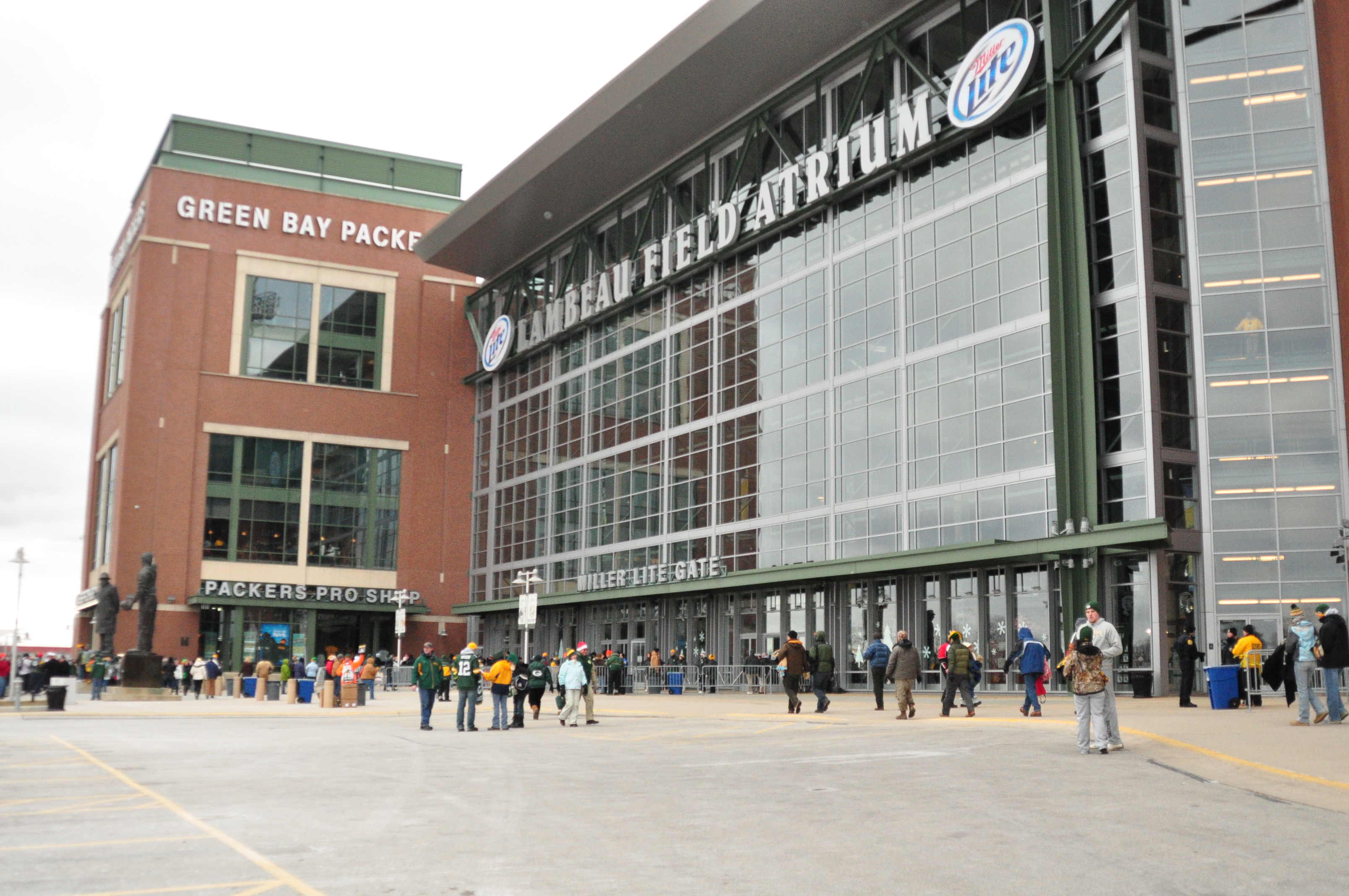 Tickets are available to Sunday's Packers game at the lowest prices since 2009. If you've never been to Lambeau, this might be the time to do it. Raymond T. Rivard photograph