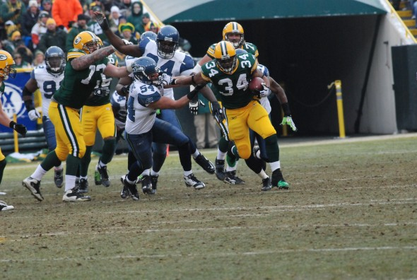 Ahman Green breaks a run in his final game at Lambeau Field, Dec. 27, 2009. Raymond T. Rivard photograph